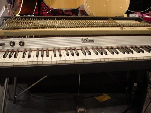 800px-Fender_Rhodes