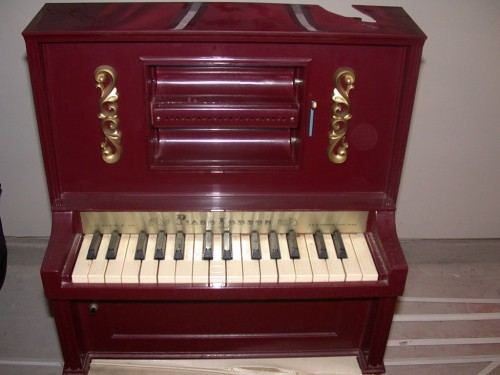 1024px-Upright_toy_piano