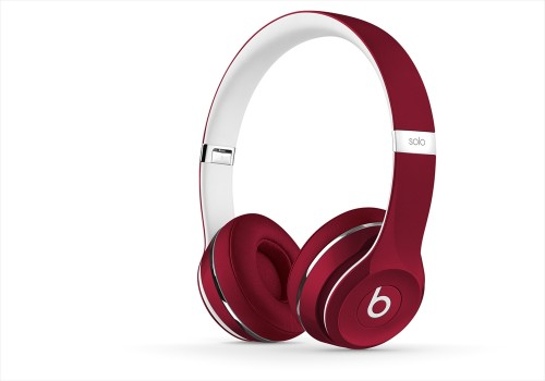 BeatsSolo2-Luxe-Red-zoom-thrqtrrght