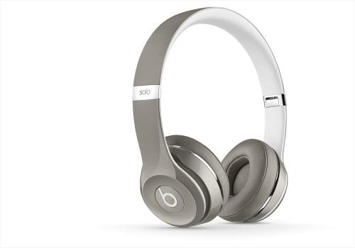 BeatsSolo2-Luxe-Silver-zoom-thrqtrlft