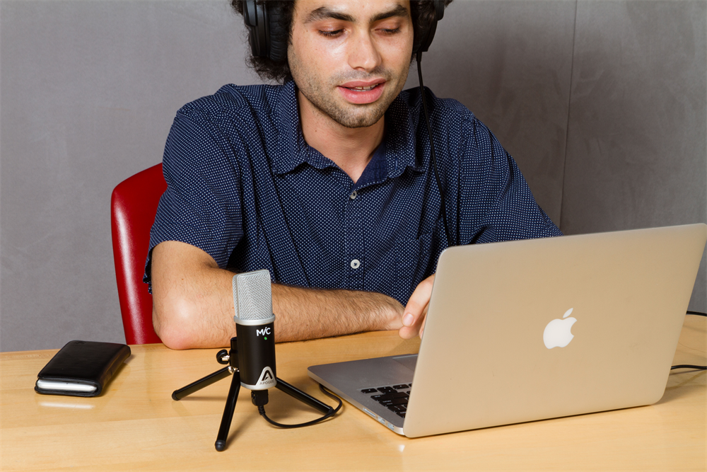 MiC-MacBookPro-Podcasting-Office