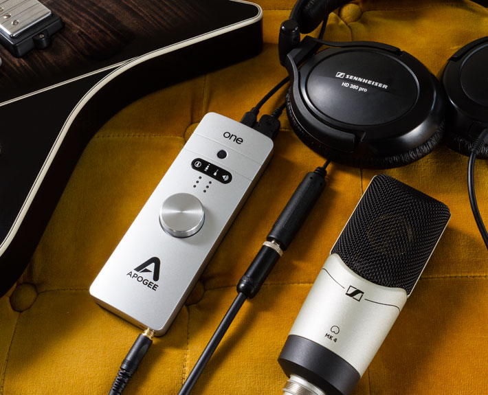 ONE-for-Mac-Product-Images-Guitar-Mic-Headphones-710