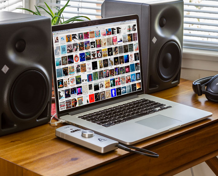 ONE-for-Mac-Product-Images-Speakers-Headphones-iTunes-Desk-710