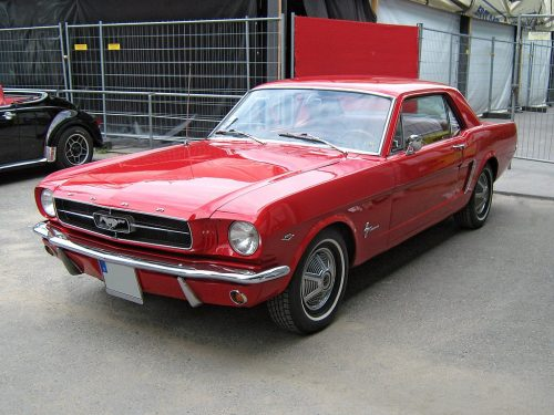 1024px-1965_Ford_Mustang_2D_Hardtop_Front
