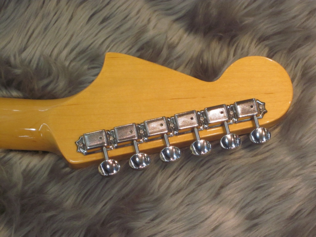 Exclusive Classic 60s Jaguar / Rosewood / 3-Color Sunburstの全体画像(縦)