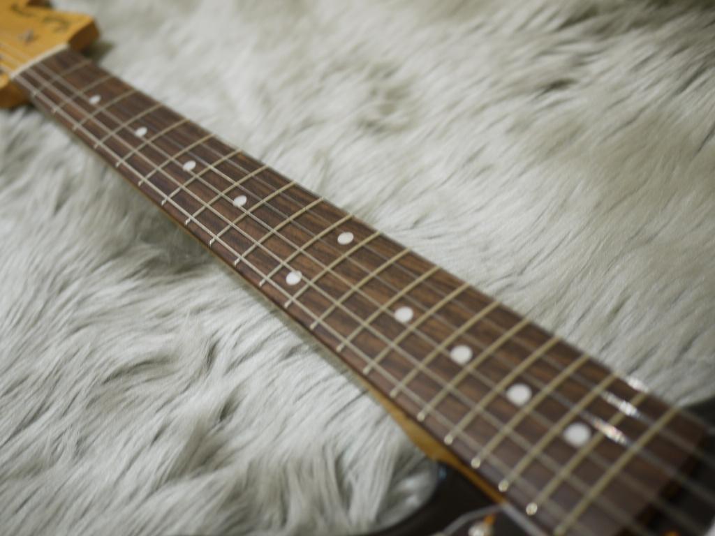 Japan Exclusive Series Classic 60s Jaguar Rosewood Fingerboardの指板画像