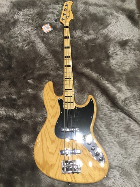 SIRE MARCUS MILLER V7 VINTAGE BASS 4ST (ASH)の全体画像(縦)