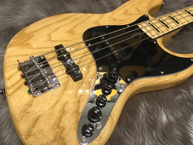 SIRE MARCUS MILLER V7 VINTAGE BASS 4ST (ASH)のボディトップ-アップ画像