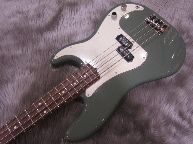 American Pro Precision Bass Rosewood Fingerboardの全体画像(縦)