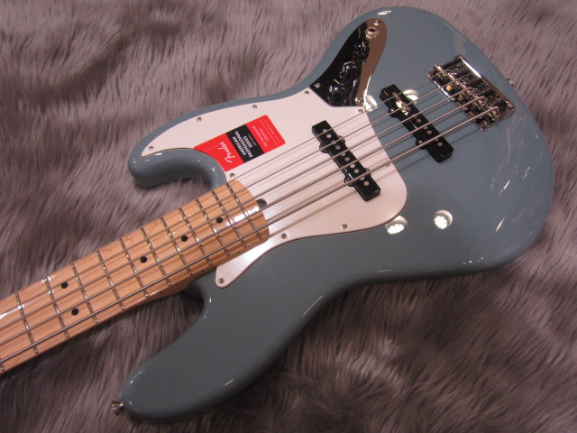 American Pro Jazz Bass V Maple Fingerboardの全体画像(縦)