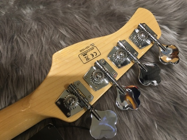 SIRE MARCUS MILLER V7 VINTAGE BASS 4ST (ASH)のヘッド裏-アップ画像