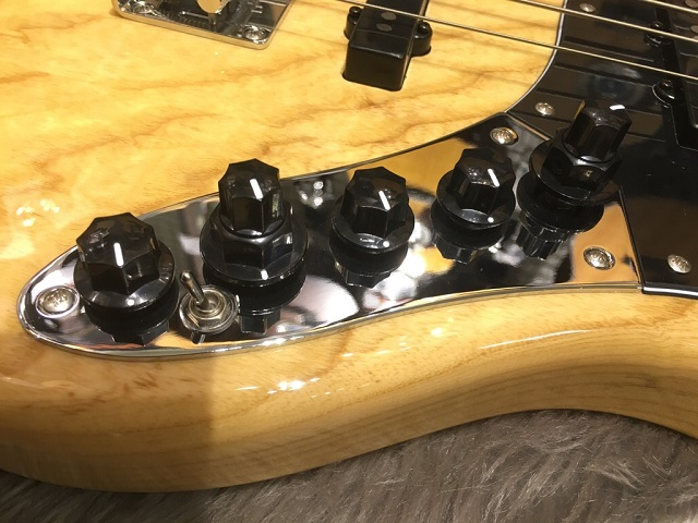SIRE MARCUS MILLER V7 VINTAGE BASS 4ST (ASH)のケース・その他画像
