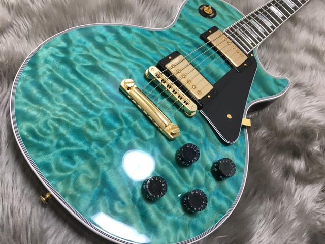 Les Paul Custom 3A Quilt M2M AQUA BLUEのボディトップ-アップ画像