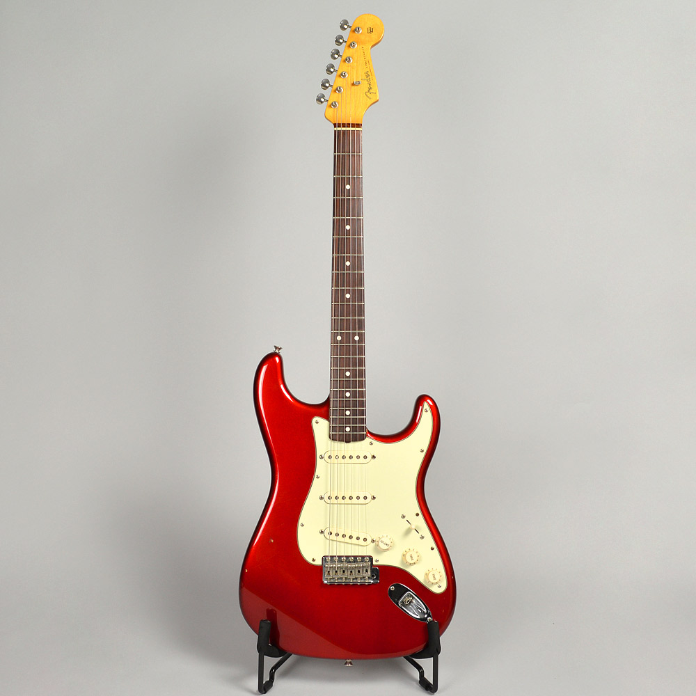 American Vintage '62 Stratocaster / Candy Apple Redの全体画像(縦)