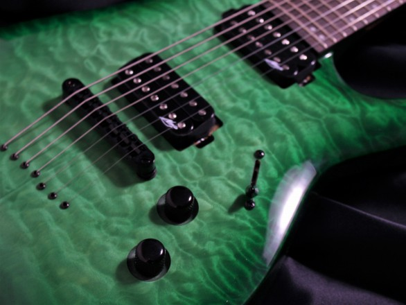 N7-200 Gloss Emerald Burst QMのボディトップ-アップ画像