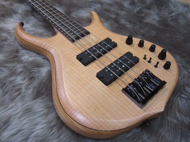 MARCUS MILLER M7 BASS GUITAR 4ST Swamp Ashのボディトップ-アップ画像