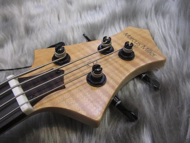 MARCUS MILLER M7 BASS GUITAR 4ST Swamp Ashのヘッド画像
