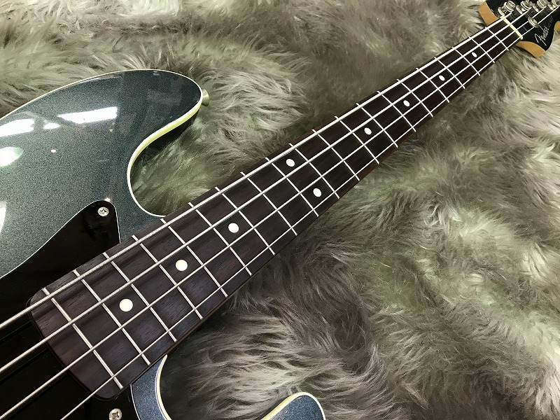 AJB【Aerodyne Jazz Bass】の全体画像(縦)