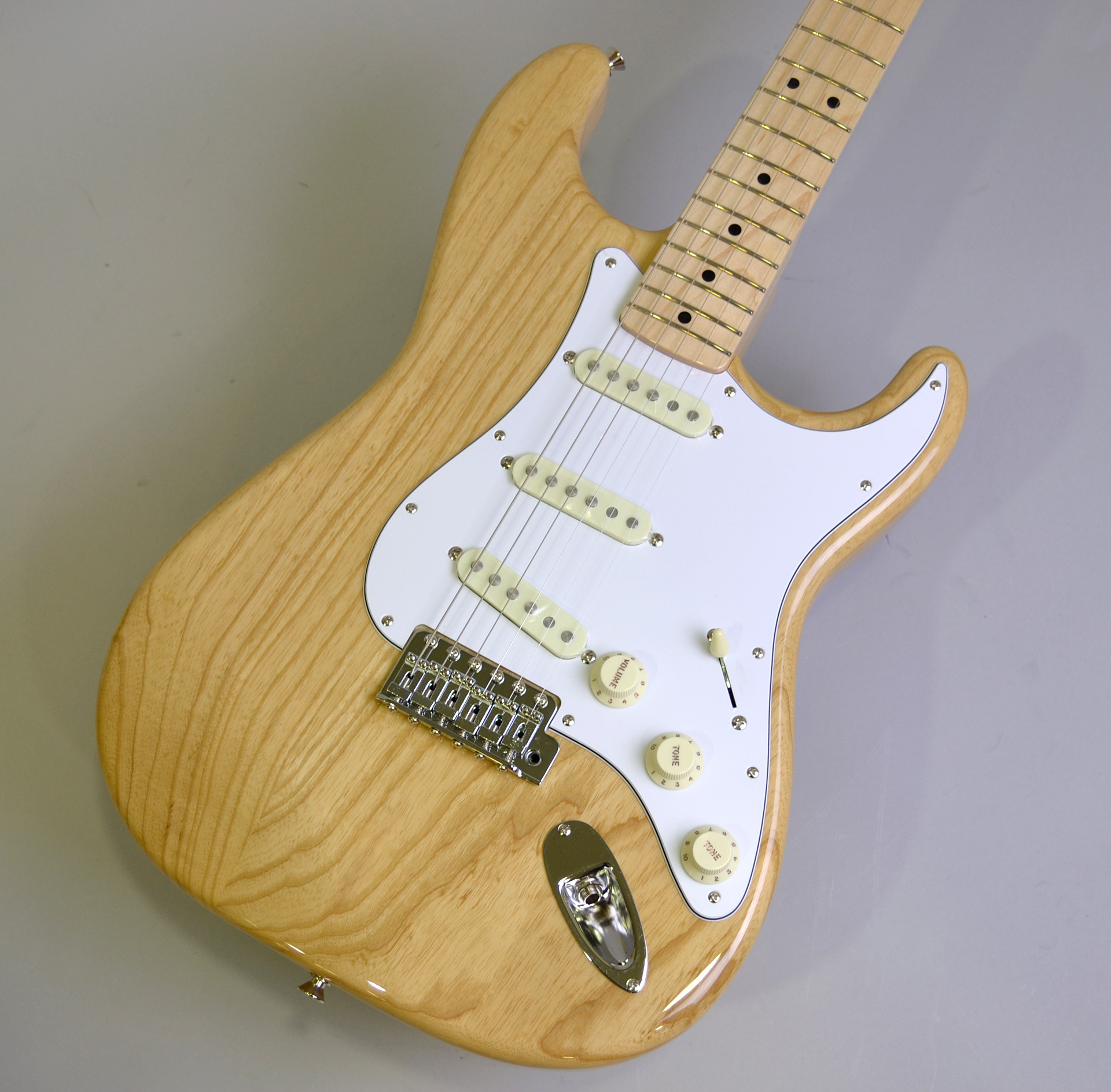 MADE IN JAPAN TRADITIONAL 70S STRATCASTER ASH MAPLE