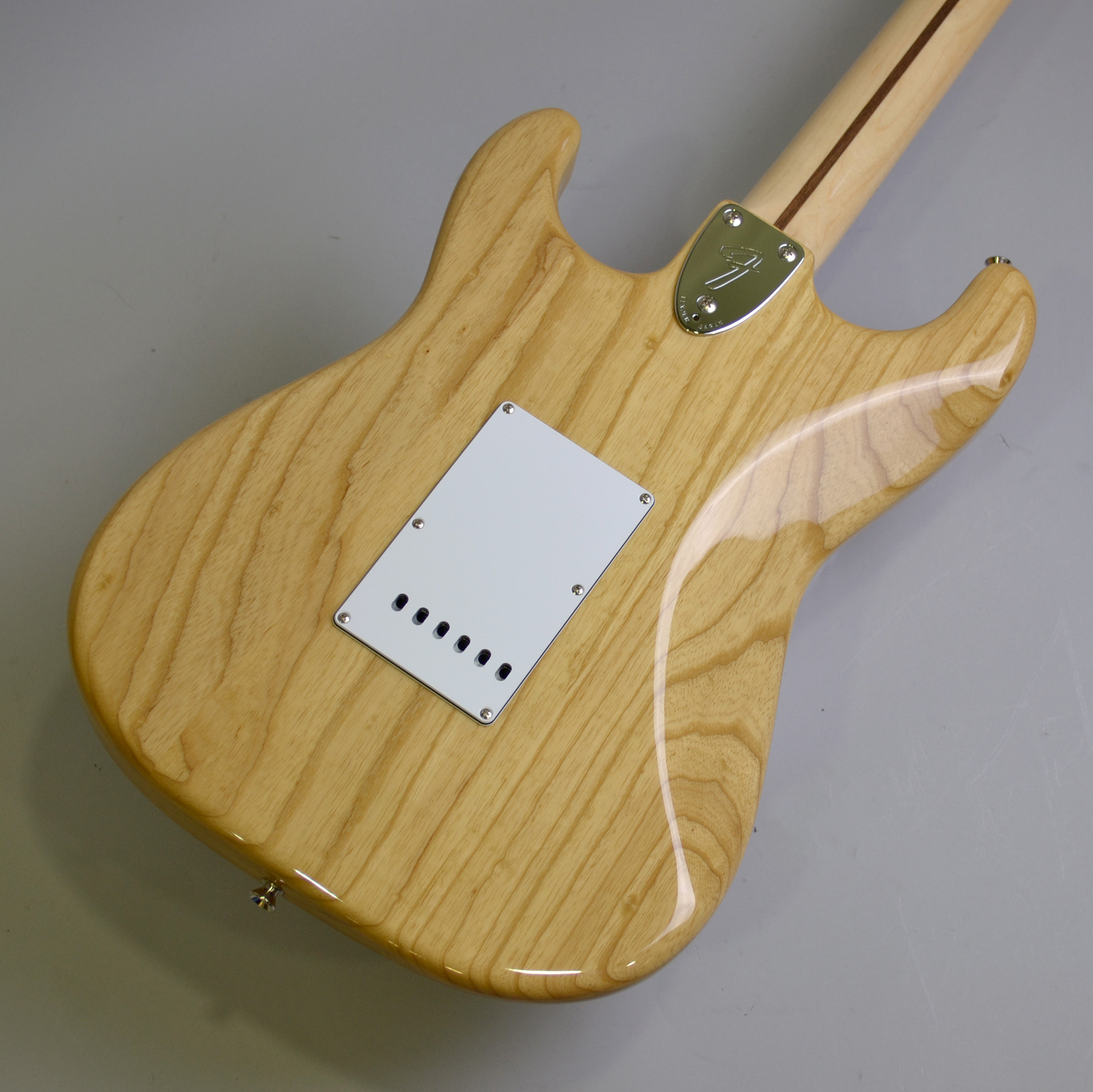 MADE IN JAPAN TRADITIONAL 70S STRATCASTER ASH MAPLEのヘッド裏-アップ画像