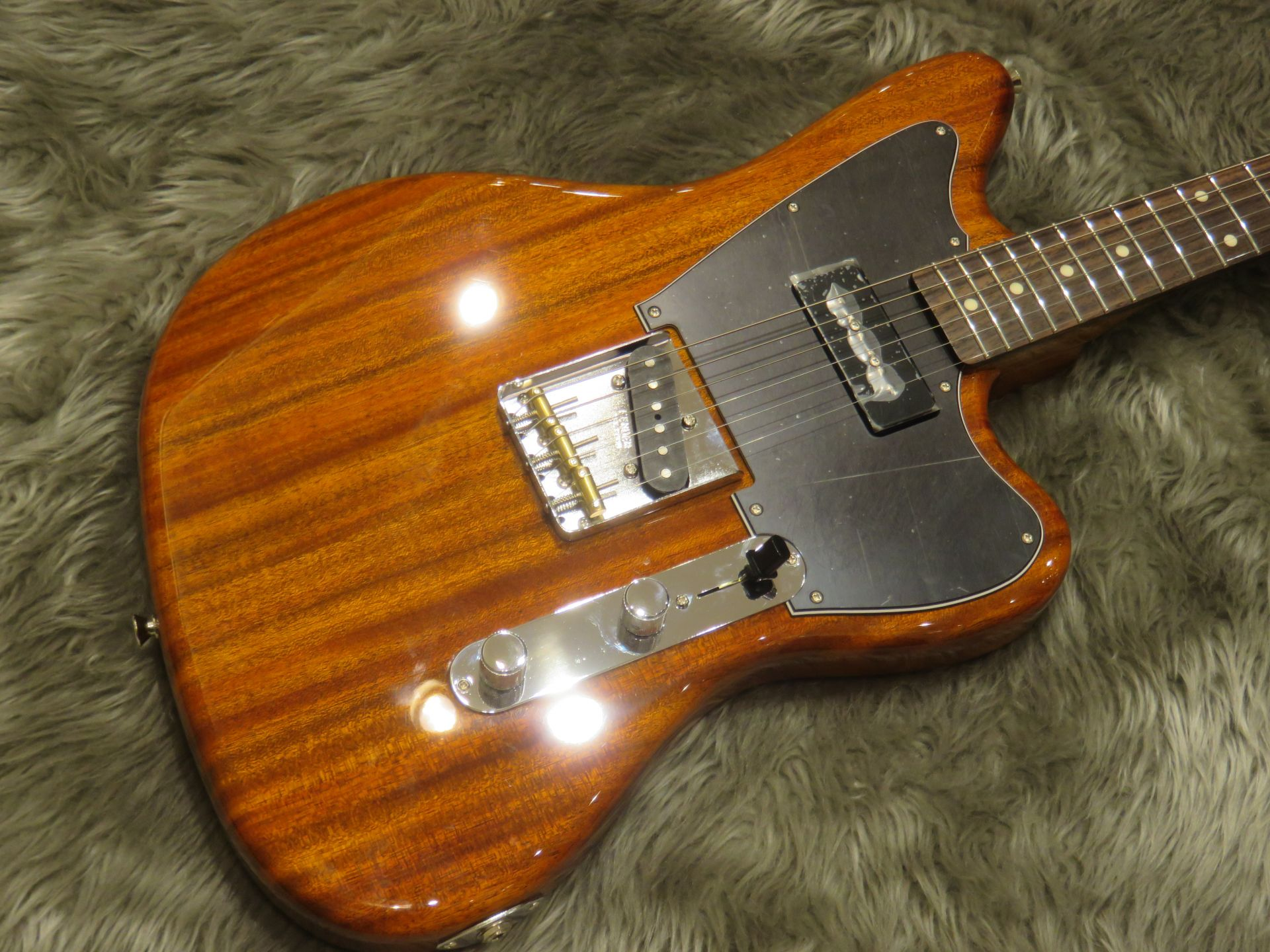 Fender Mahogany Offset TLのボディトップ-アップ画像