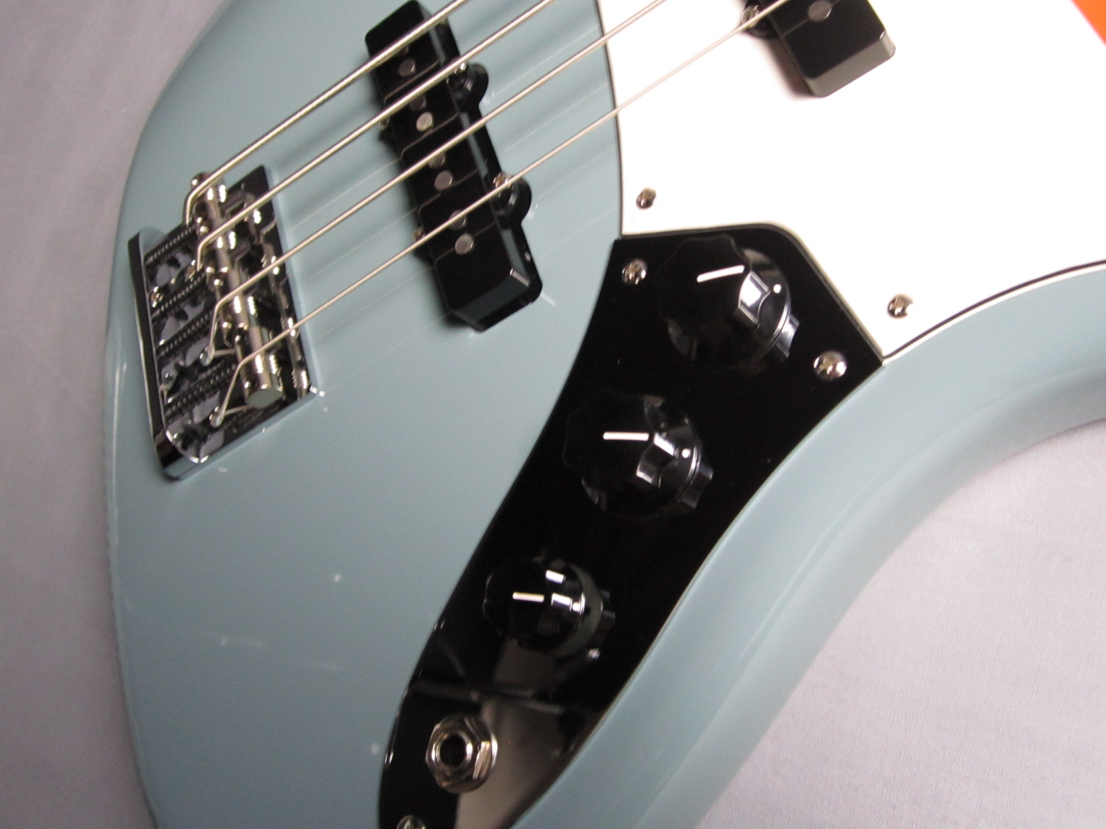 American Pro Jazz Bass Rosewood Fingerboardのケース・その他画像