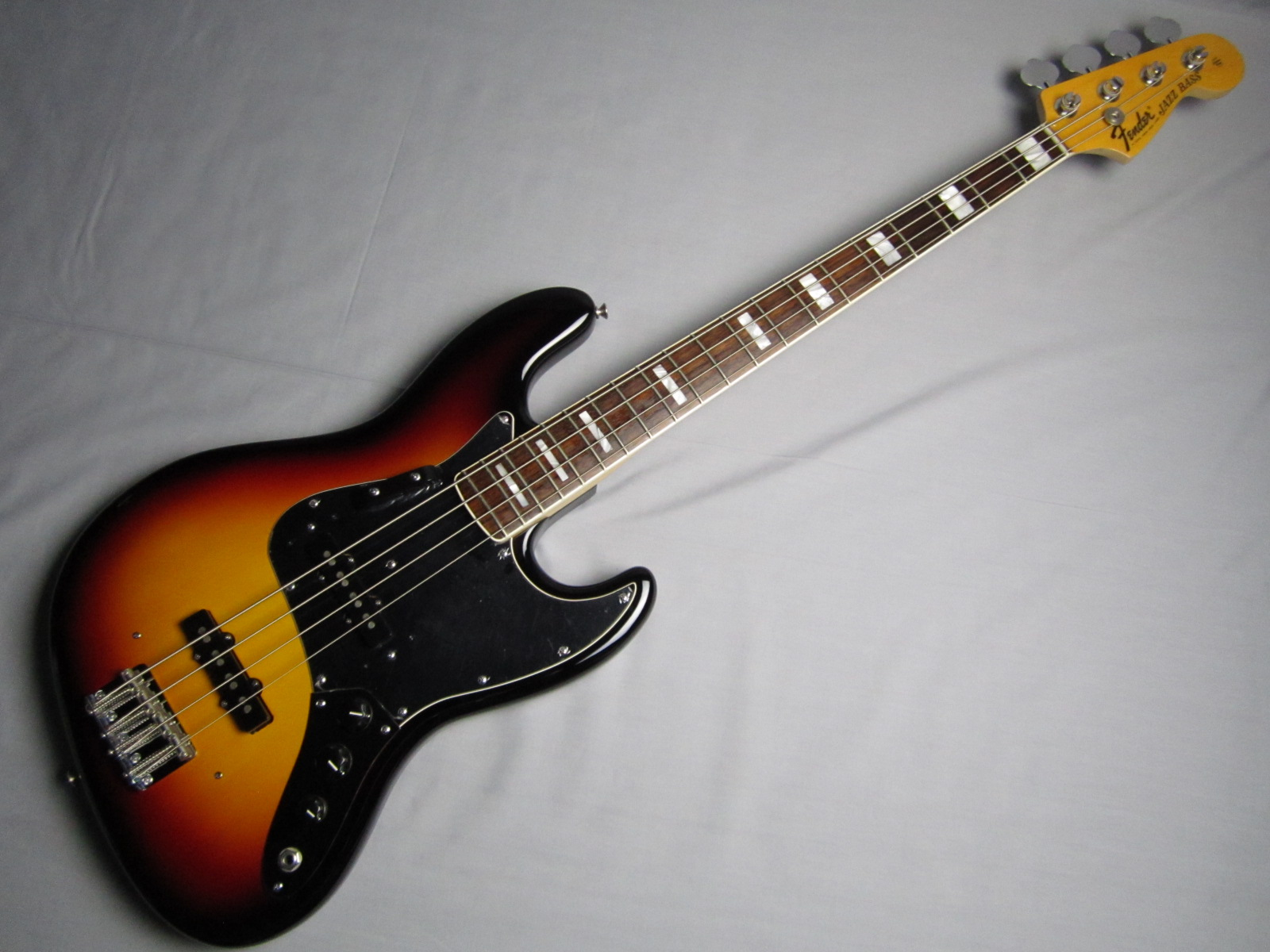 American Vintage '74 Jazz Bass / Rosewoodのボディトップ-アップ画像