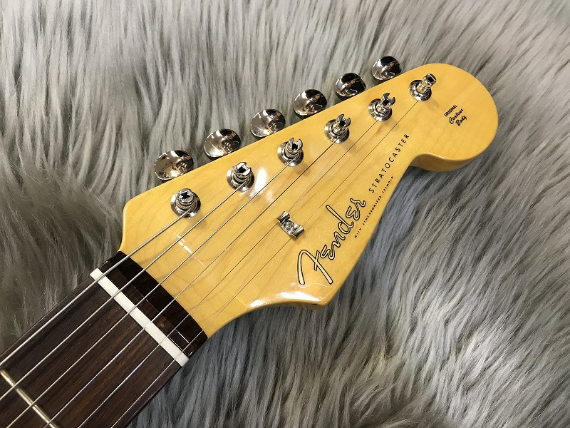 Traditional 60s Stratocaster (Blue Flower)のヘッド裏-アップ画像