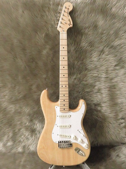 TRADITIONAL 70S STRATOCASTER® ASHの全体画像(縦)
