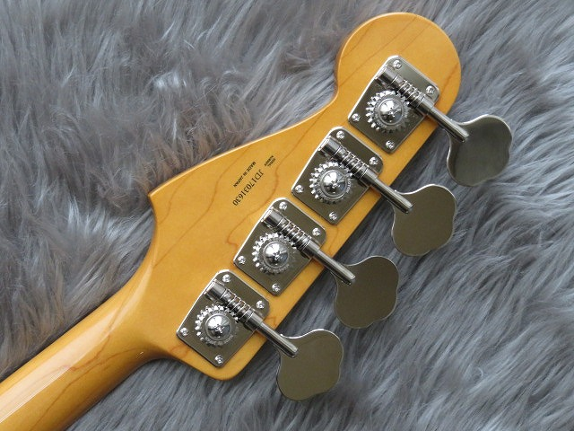 MADE IN JAPAN TRADITIONAL 60S JAZZ BASS®のヘッド裏-アップ画像