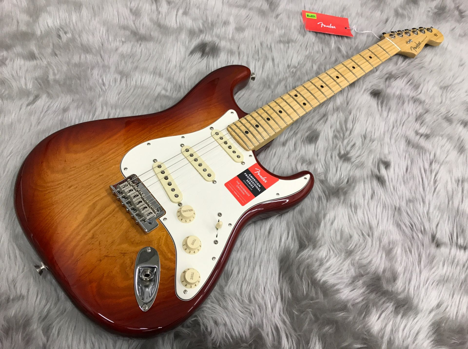 AMERICAN PROFESSIONAL STRATOCASTER MNの全体画像