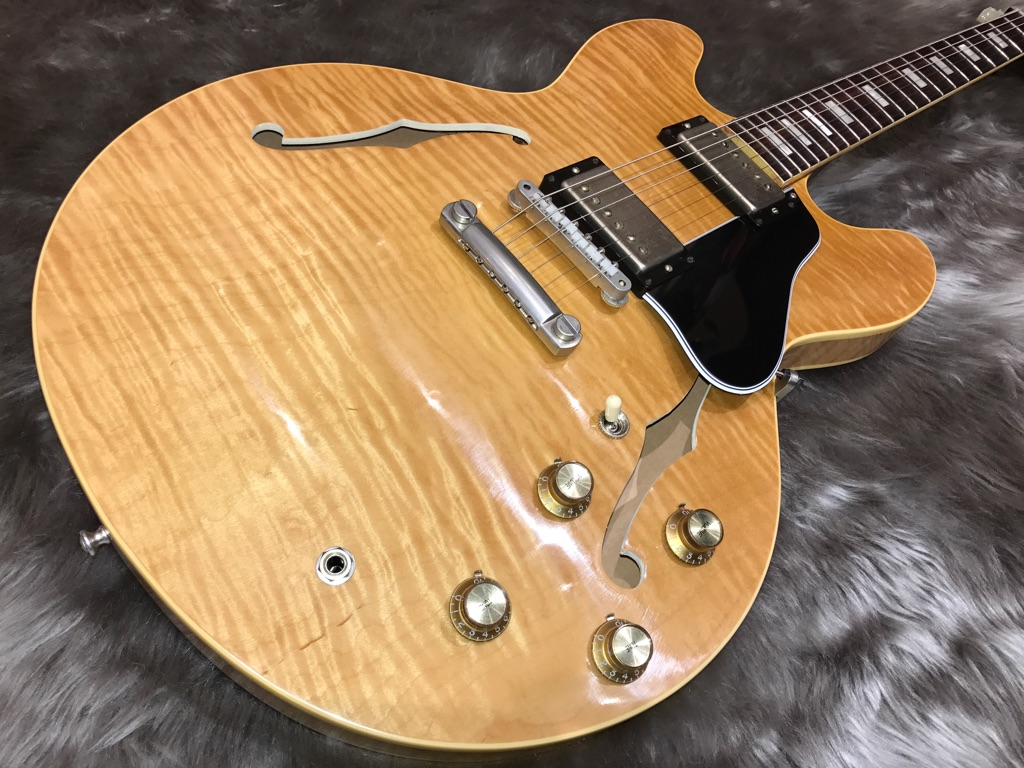 ES-335 Hand Selected (NAT)のボディトップ-アップ画像