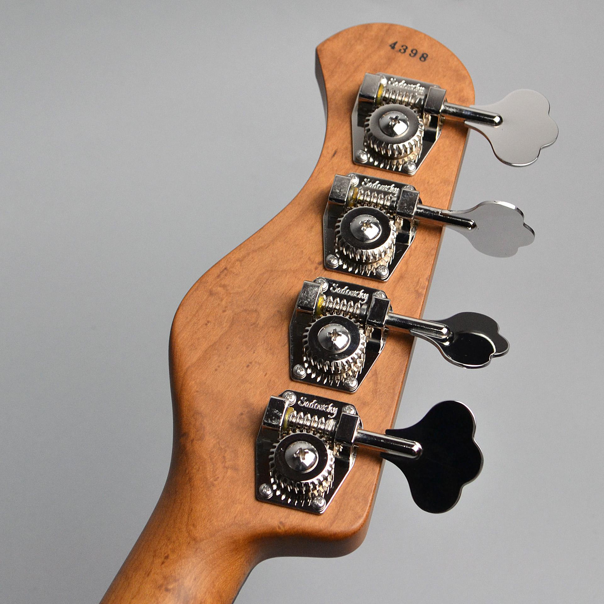 Modern Edge 4string J Bassのヘッド裏-アップ画像
