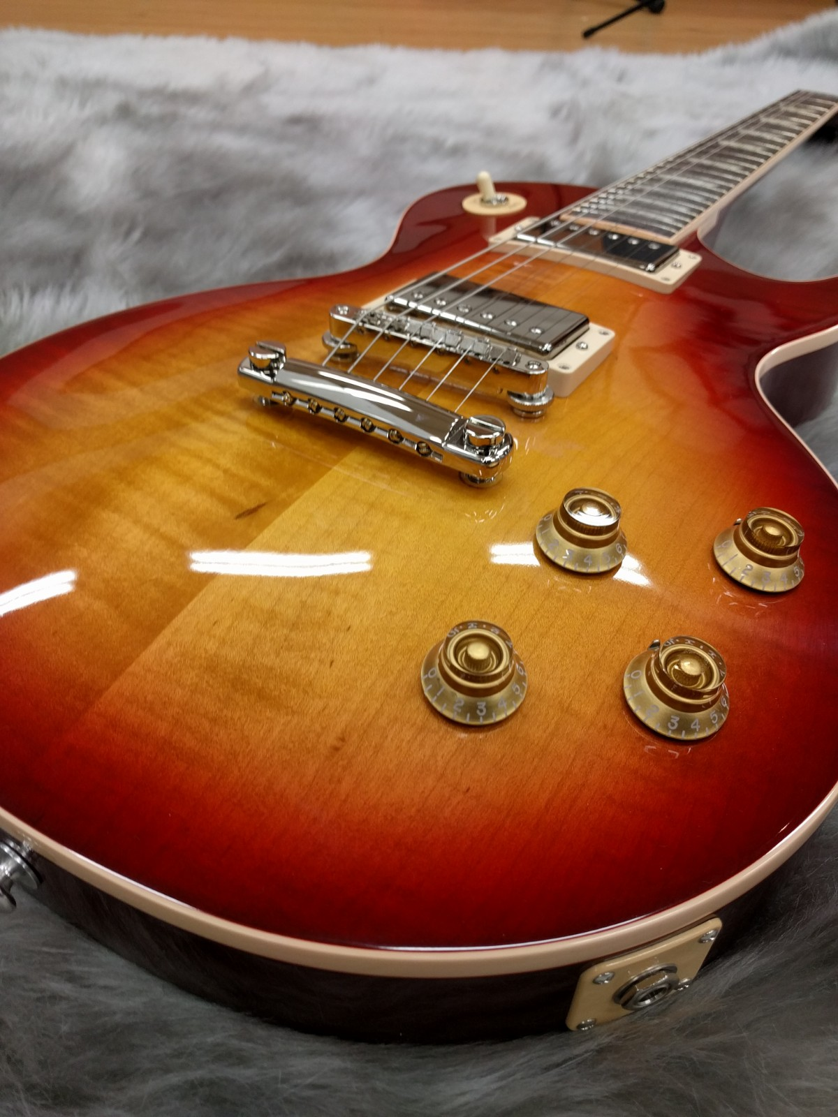 GIbson Les Paul Traditional 2018の全体画像(縦)