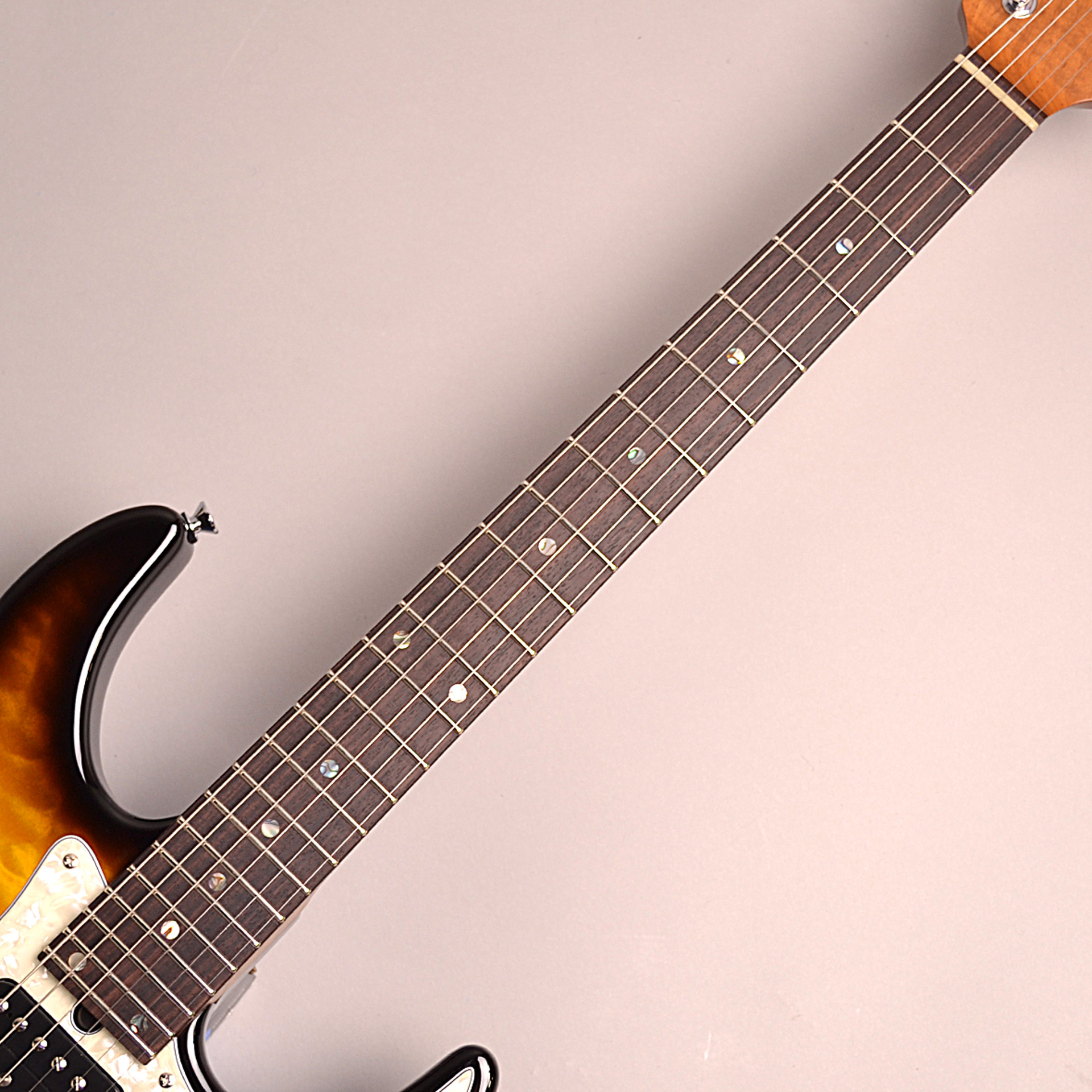 DST-Classic24F Roasted Flame Maple Neckの指板画像
