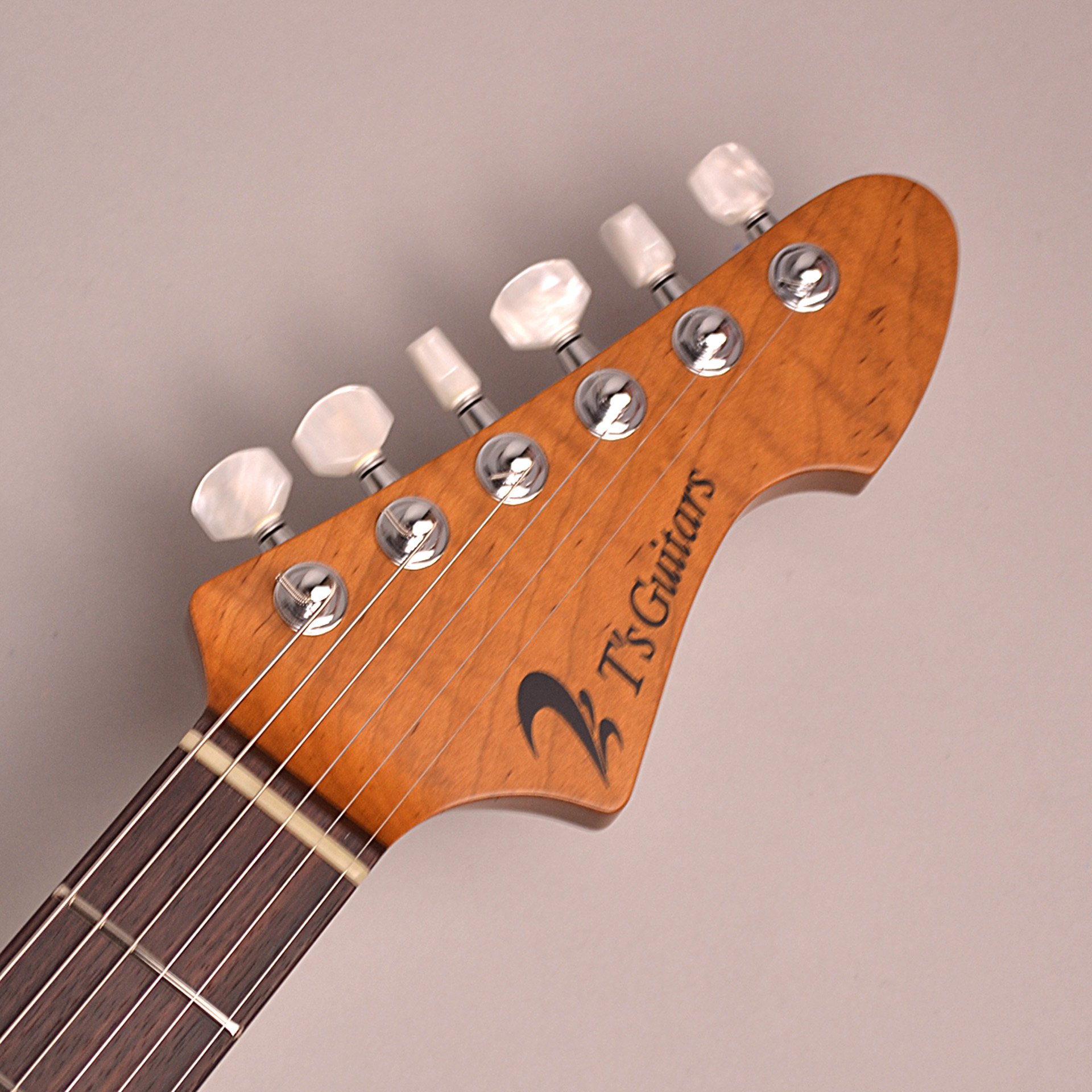 DST-Classic24F Roasted Flame Maple Neckのヘッド裏-アップ画像