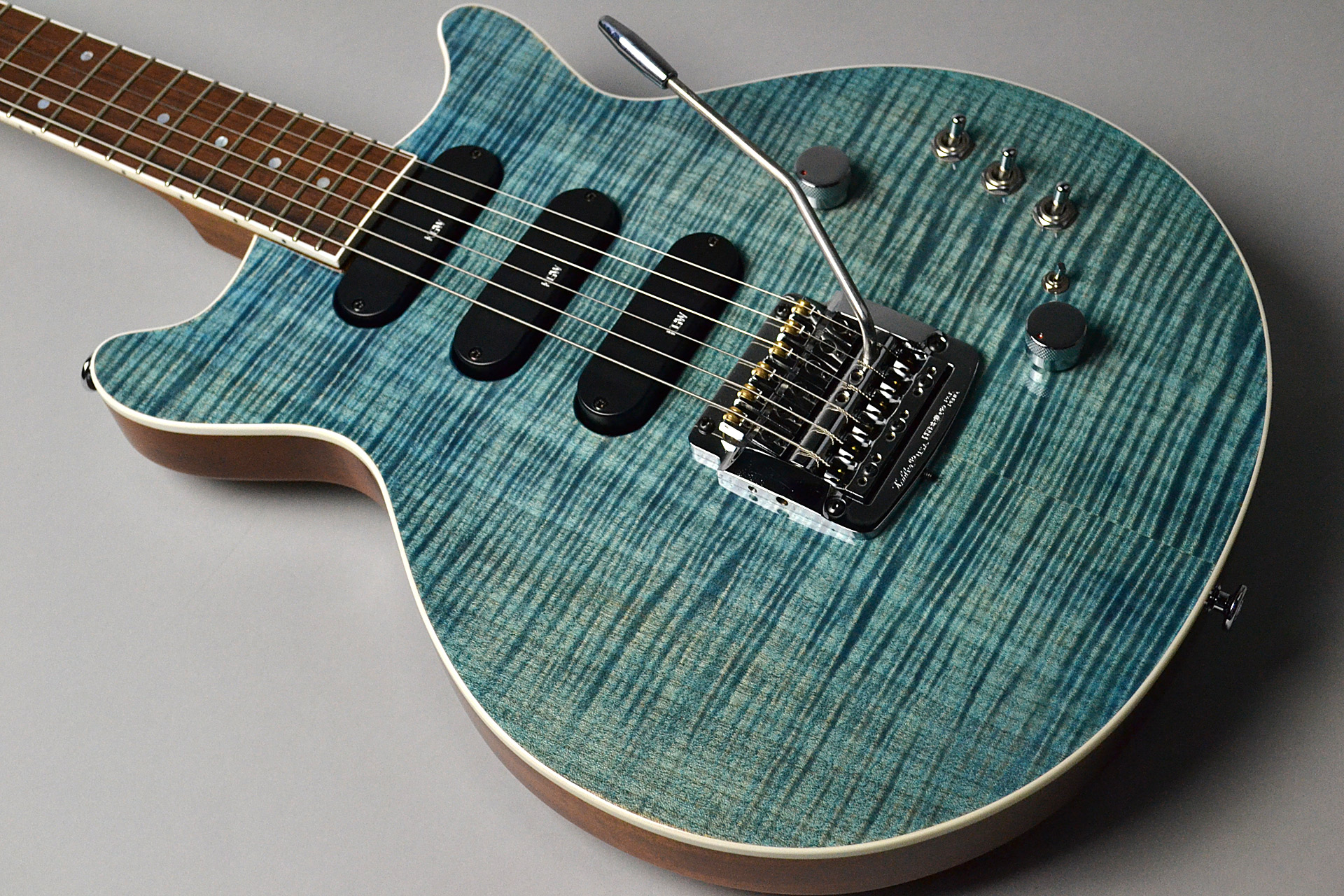 Kz One Solid 3S23 Kahler Figured Maple Blue Denimの全体画像(縦)