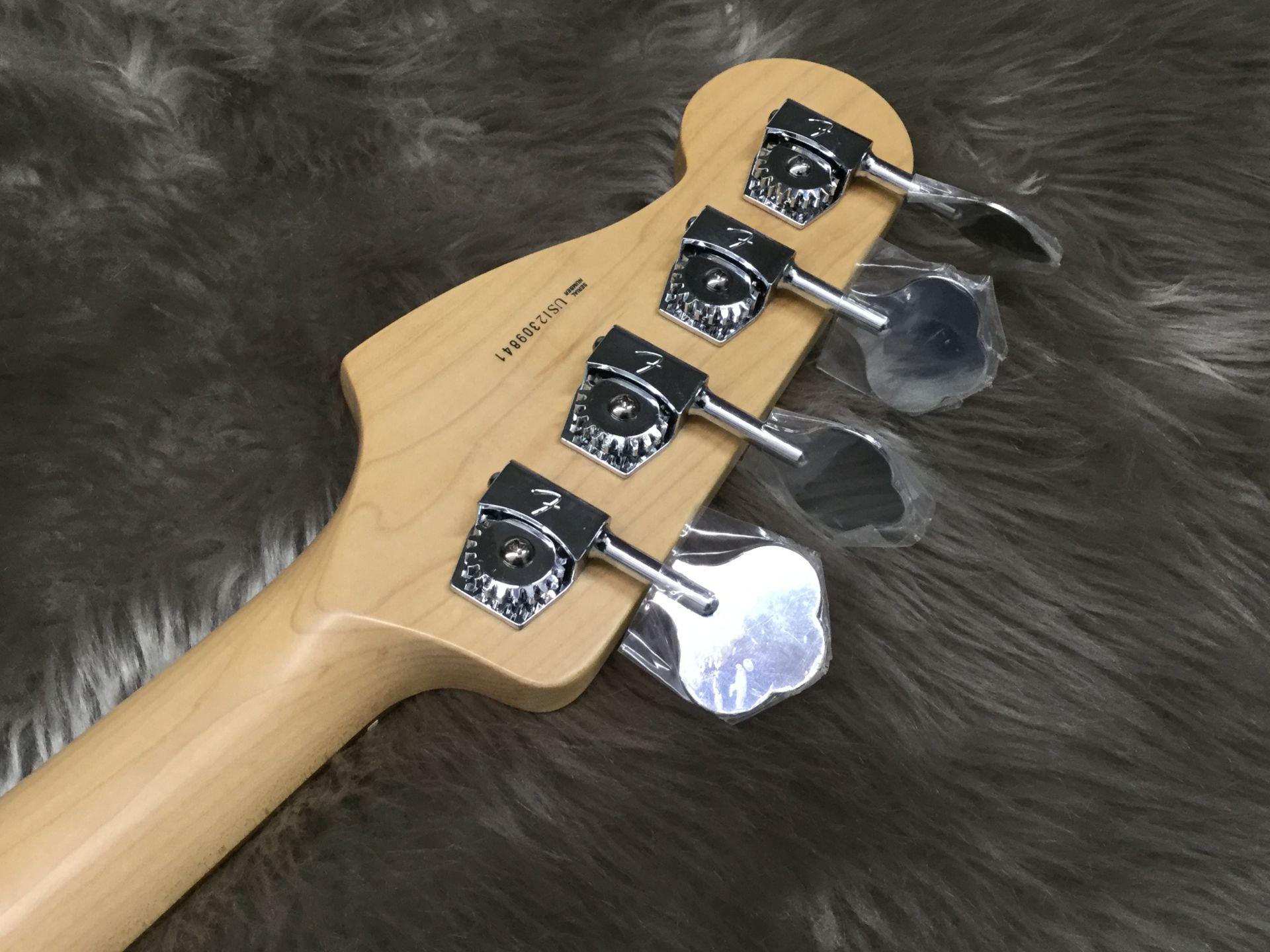 American Standard P-Bass UG/Rのヘッド裏-アップ画像
