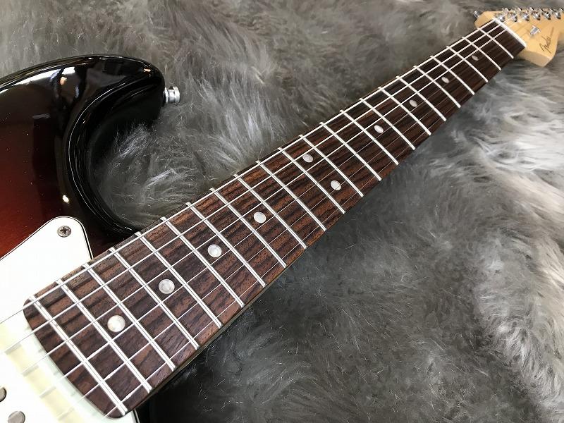 American Deluxe Stratocasterの全体画像(縦)