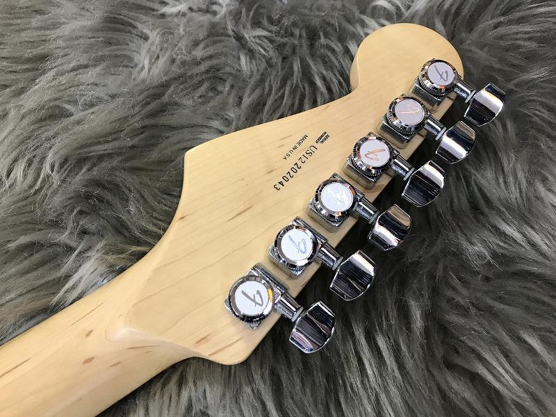 American Deluxe Stratocasterのヘッド裏-アップ画像