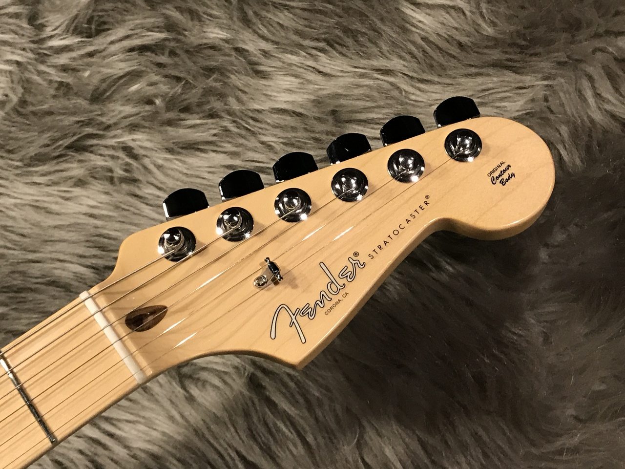 American Professional Stratocaster® (NAT)のヘッド画像