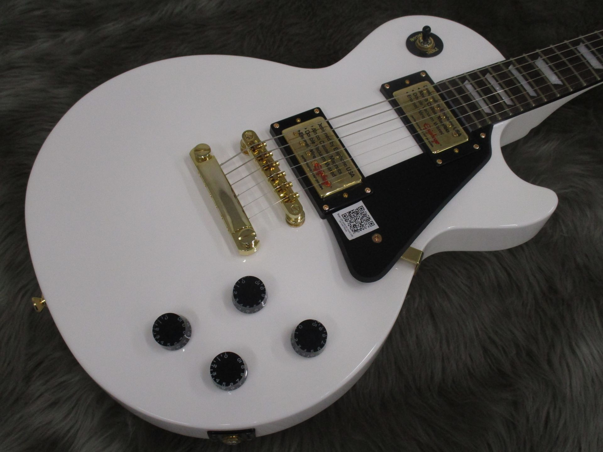 Limited Les Paul Studio Deluxe Alpine Whiteのボディトップ-アップ画像
