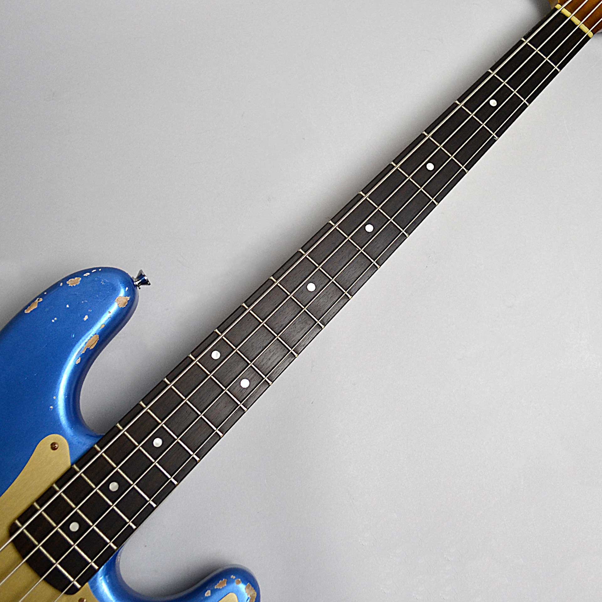 P-BASS/Lake Placid Blue over Fiesta Red/Alder/Rose/Midium Agedのヘッド画像