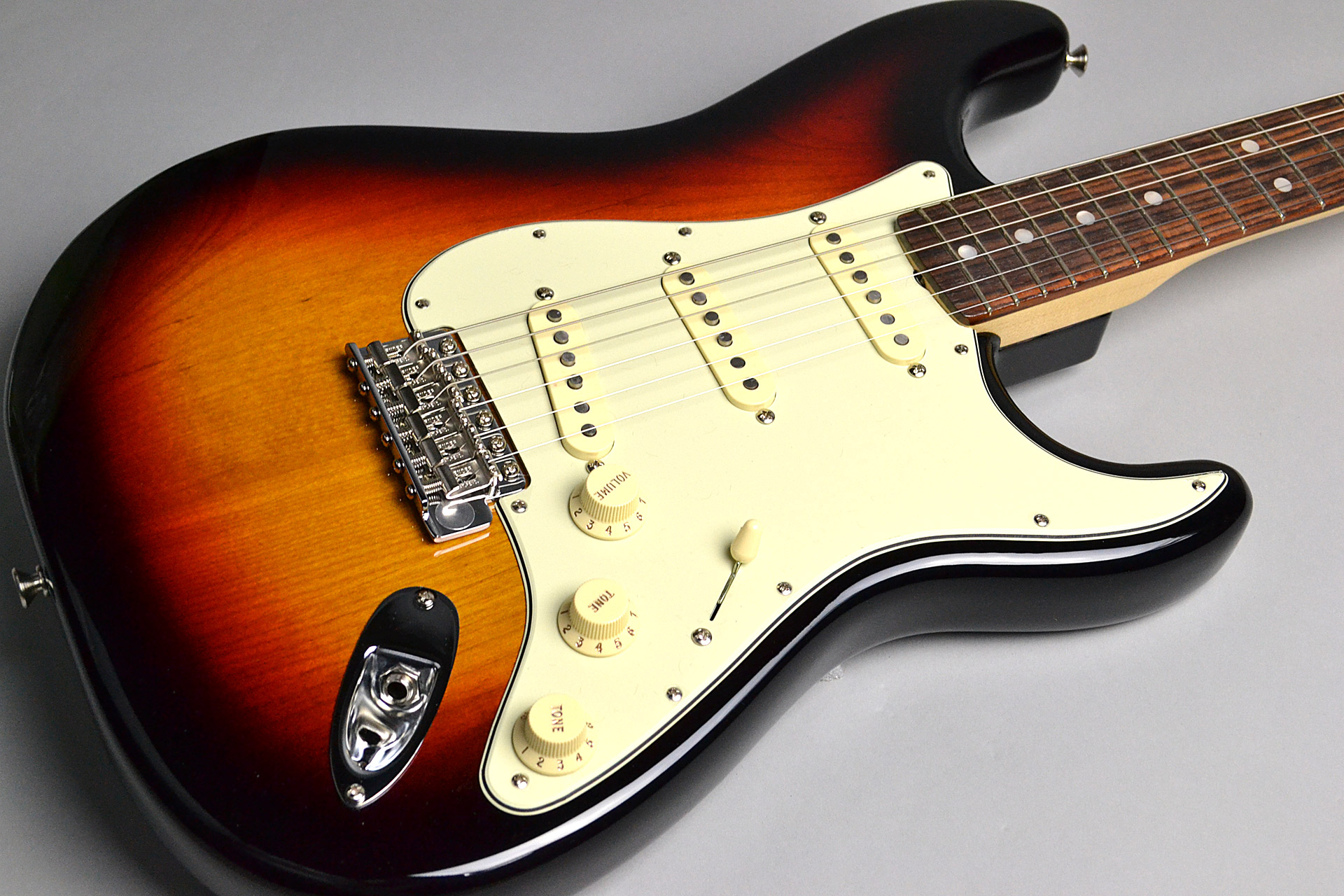American Original '60s Stratocaster 3-Color Sunburstのボディトップ-アップ画像