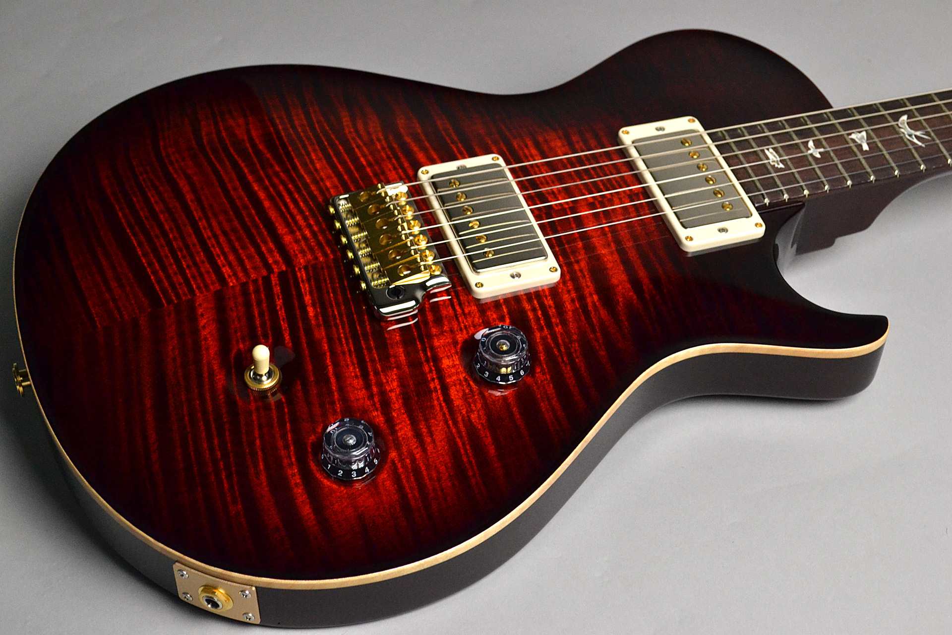 SINGLECUT TREM Wide Fat Neck Wood Library Fire Red Burstのボディトップ-アップ画像