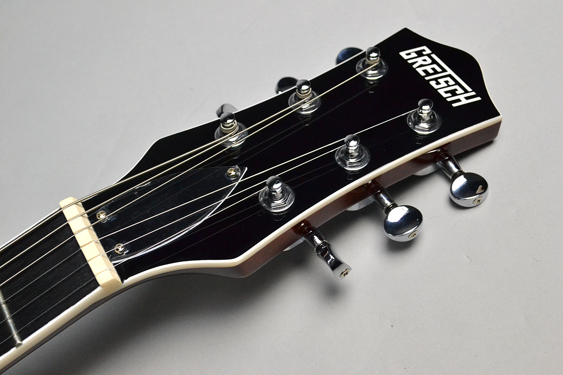 G5220 Electromatic Jet™ BT Single-Cut with V-Stoptail Blackのヘッド画像