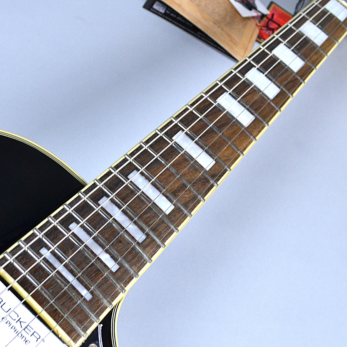 Les Paul CUSTOM PRO (ProBuckers & Coil-Tapping)の全体画像(縦)