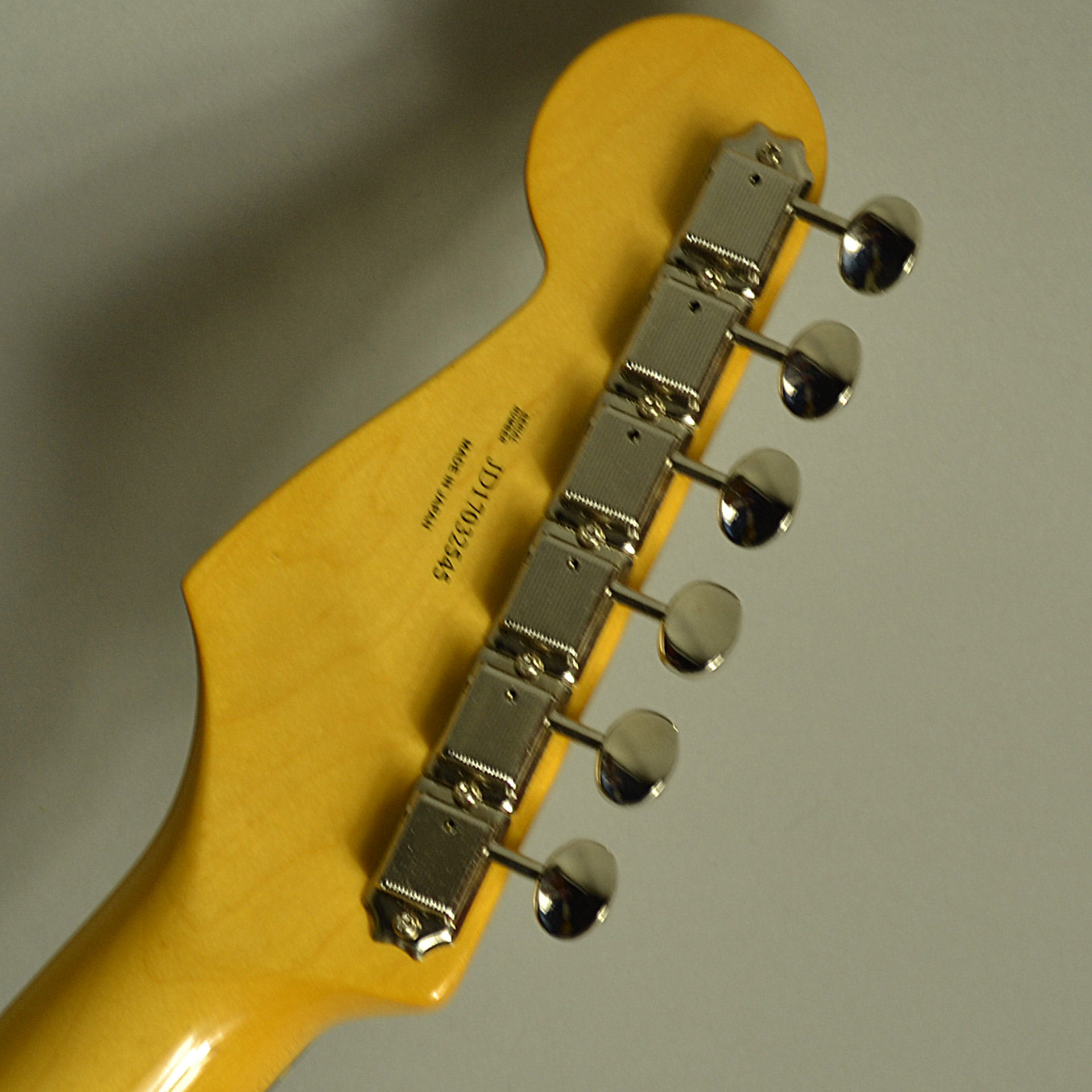Traditional 60s Stratocasterのヘッド裏-アップ画像