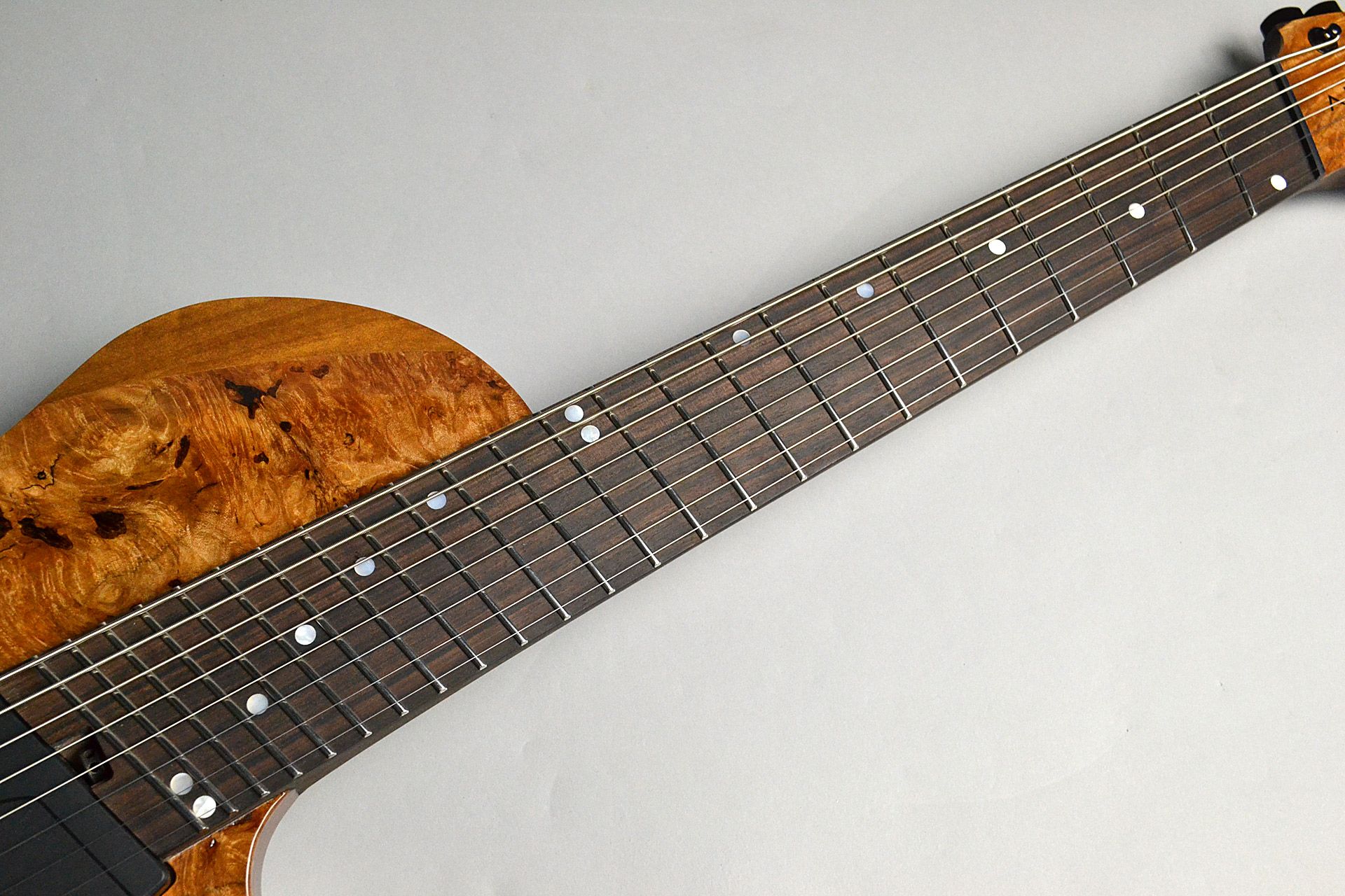 Abasi Guitars 8st Multi Scale(Fanned Fret) Burl/Ebony Natural Stainの指板画像