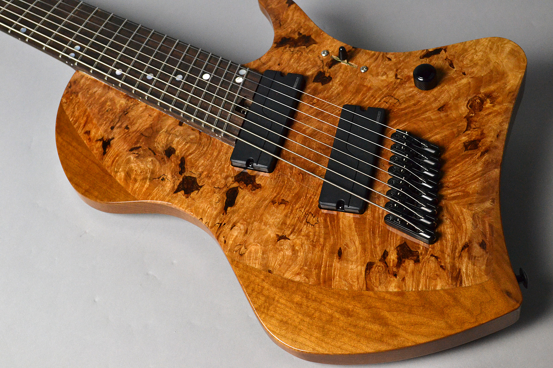 Abasi Guitars 8st Multi Scale(Fanned Fret) Burl/Ebony Natural Stainのボディトップ-アップ画像